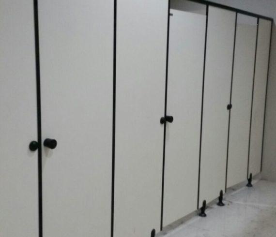 Setting 11 unit Toiletcubicle untuk SMA Muhammadiyah 10 Gresik