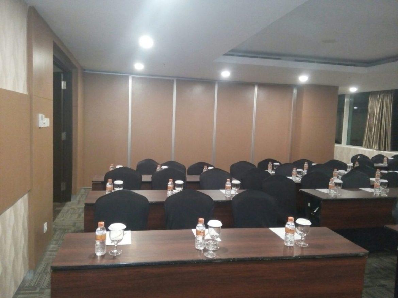 Pintu lipat peredam the Alana hotel Surabaya