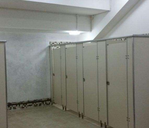 Pemasangan Toilet Cubicle Gelanggang Olahraga