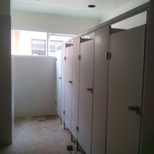 Pemasangan toiletcubicle dari PVC Board untuk RSUD Padangan Bojonegoro