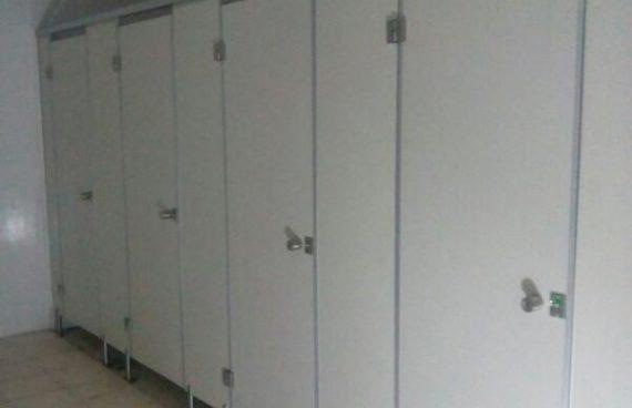 8 Unit Cubicle Toilet PVC Board di El Hotel Banyuwangi