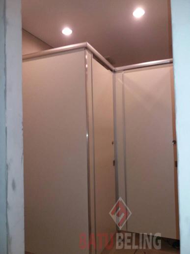 Cubicle Toilet Phenolic Resin di Hotel Grand Darmo Suite