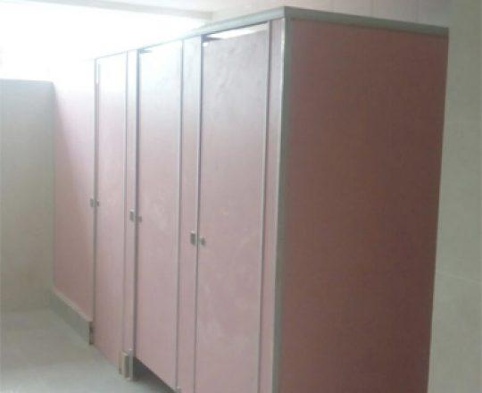 24 Unit Cubicle Toilet di bina Bangsa School Malang