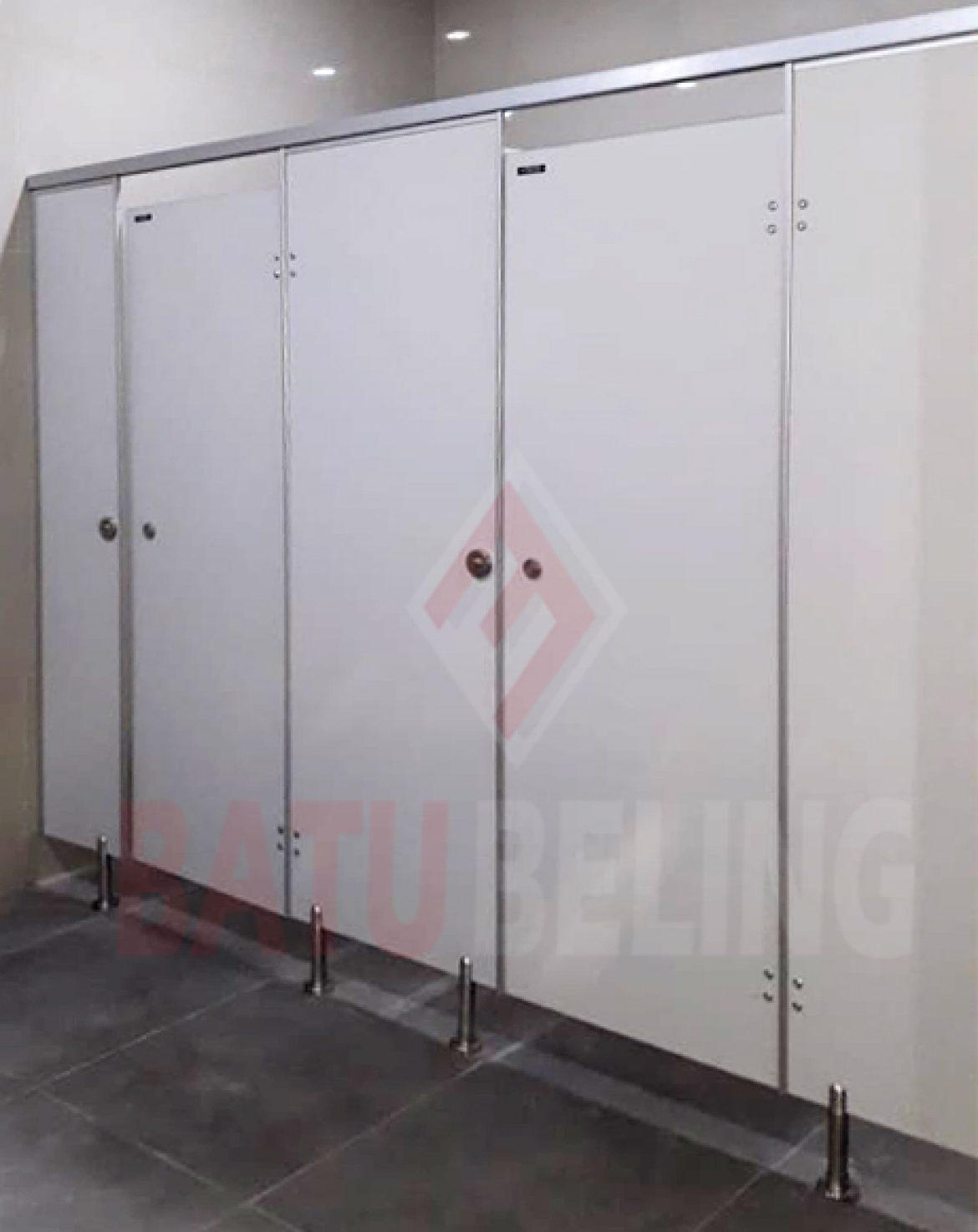 Pemasangan Cubicle Toilet Area Babat Lamongan